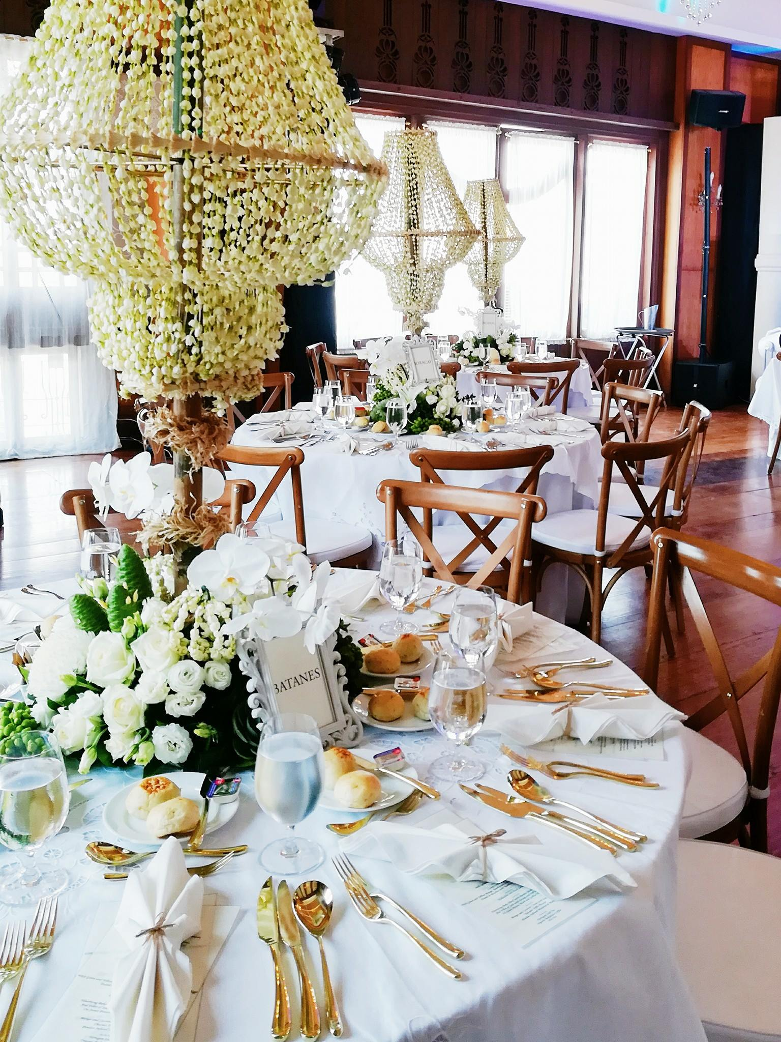 bizu catering studio white table setup