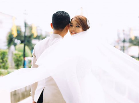 hang all memories wedding photo