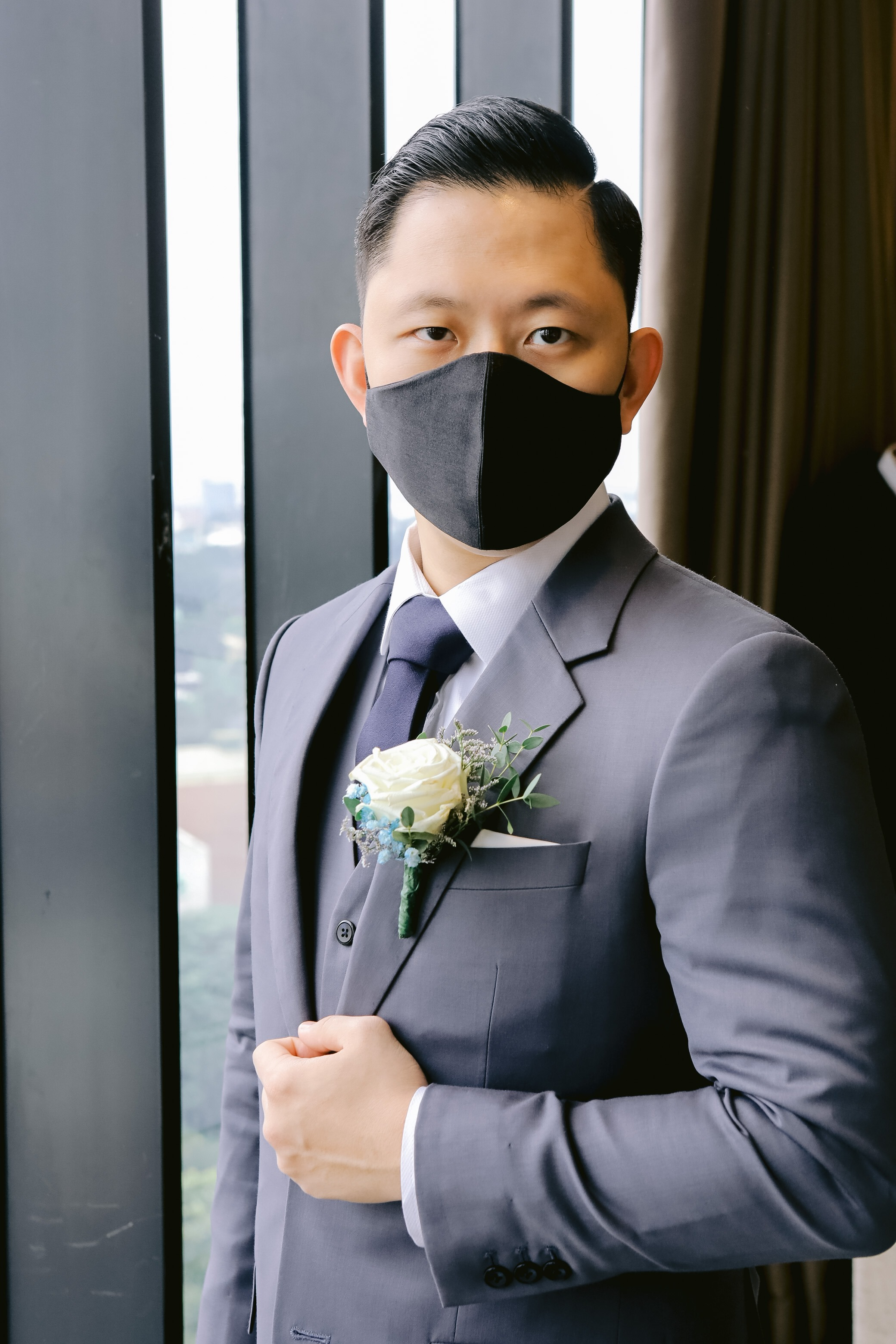 The Careful Groom. Captured by Smart Shot Studio.